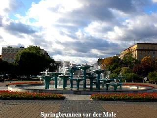Springbrunnen vor der Mole